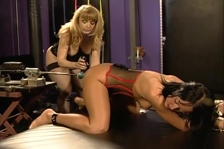 Nina Hartley And Melissa Lauren Enjoy Some Lesbo Time. Chinese photoshoot