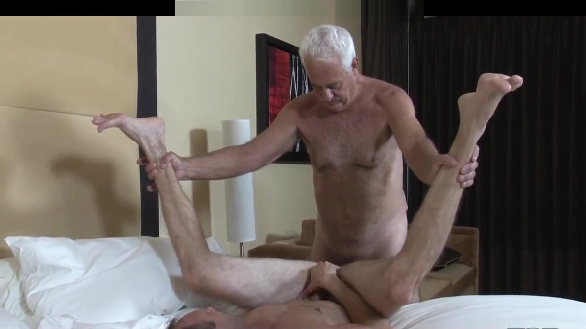Hung Grandpa Bareback Fucks His Friend Miley cyrus nude kitchen pics