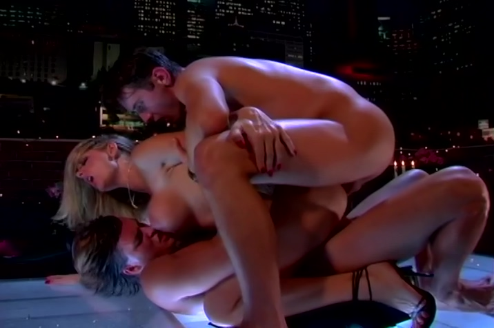 Vivacious Vicky Vette Doubly Stuffed On A Rooftop real snake in nude womans ass