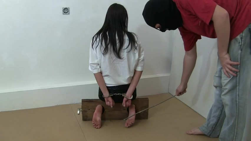 Black Haired Amateur Gets Her Feet Tickled.