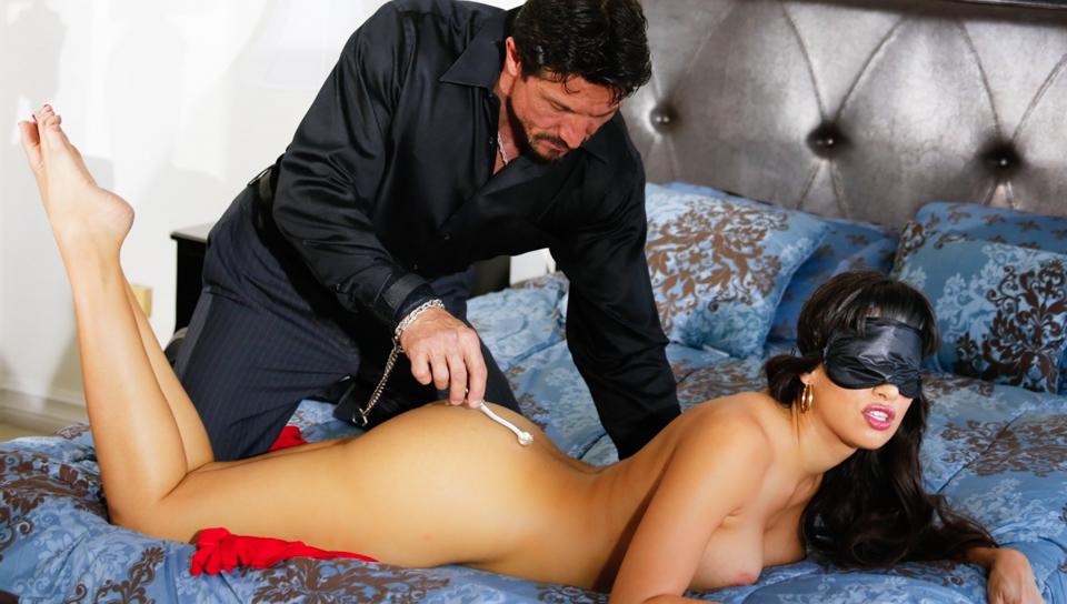 Mercedes Carrera & Tommy Gunn in Twisted Fantasies - Daydreams, Scene #03 Voyeur private home video