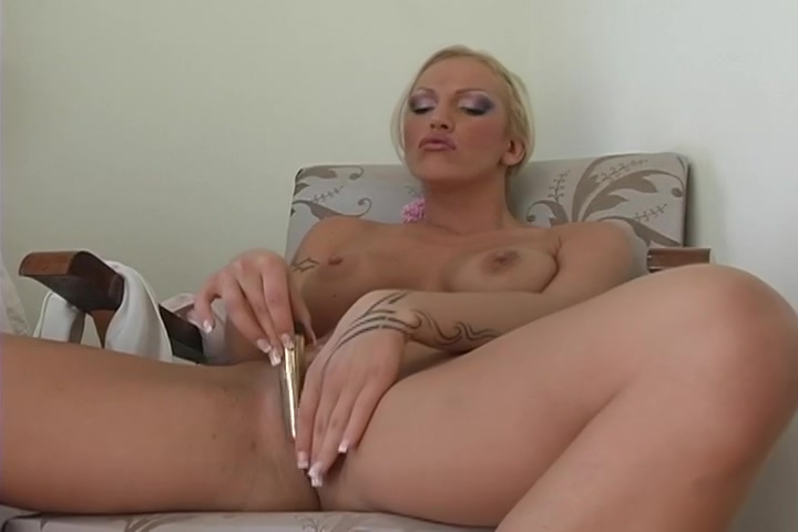 Mimi Loves To Play With Her Pussy