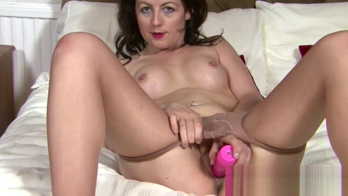 Horny housewifes dildo show in nylon hose