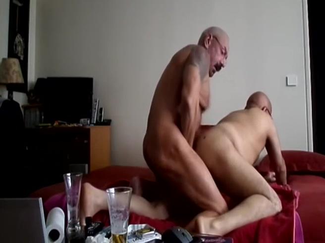 bonne baise amateur entre deux mecs matures European skank throating