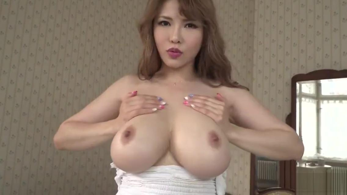 Anri Okita brincando com seus peitos gostosos Enema fetish shitting girls