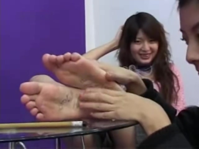 (Chinese tickle teen)two girls feet tickling Girlfriend facial cumshot
