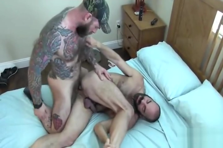 Muscle Monster Cubs with We are hookup but he is still online