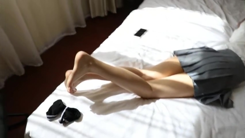 Chinese Cutie Show Her Feet