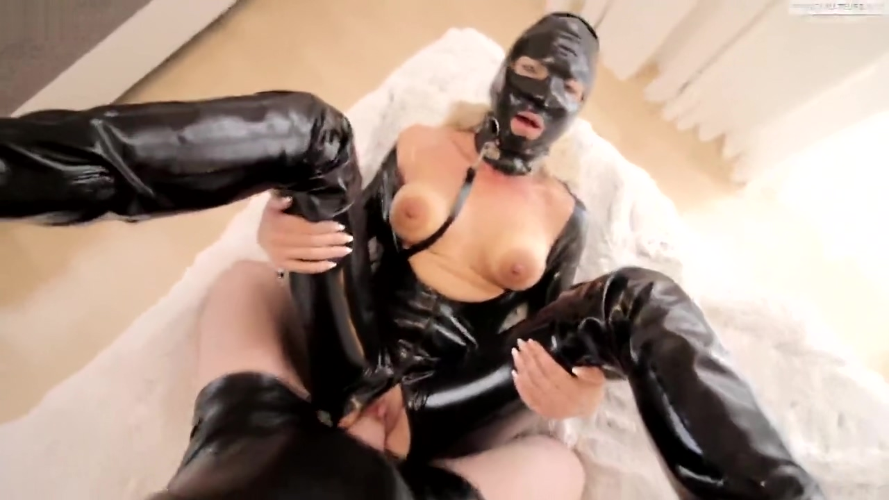 Latex-Sexhure brutal sex cumming in face Hot girls with big boobs in micro bikinis