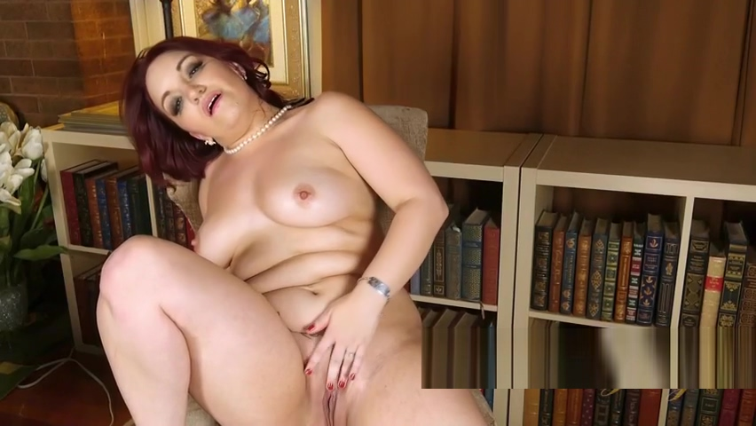 Chubby Woman Gets Naked And Plays With Her Slit