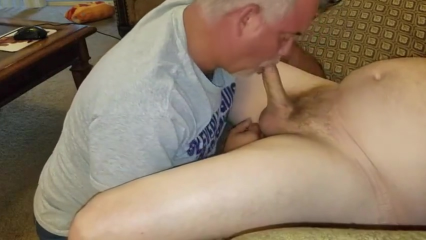Chub Blown by sexy daddy man Gay porn videos for mobile
