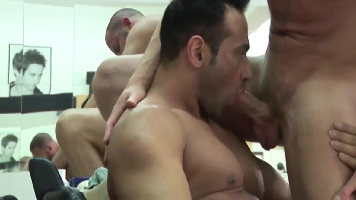 RENZO18CM - VIDEO 001 - GAY PORN! Black boob and pussy