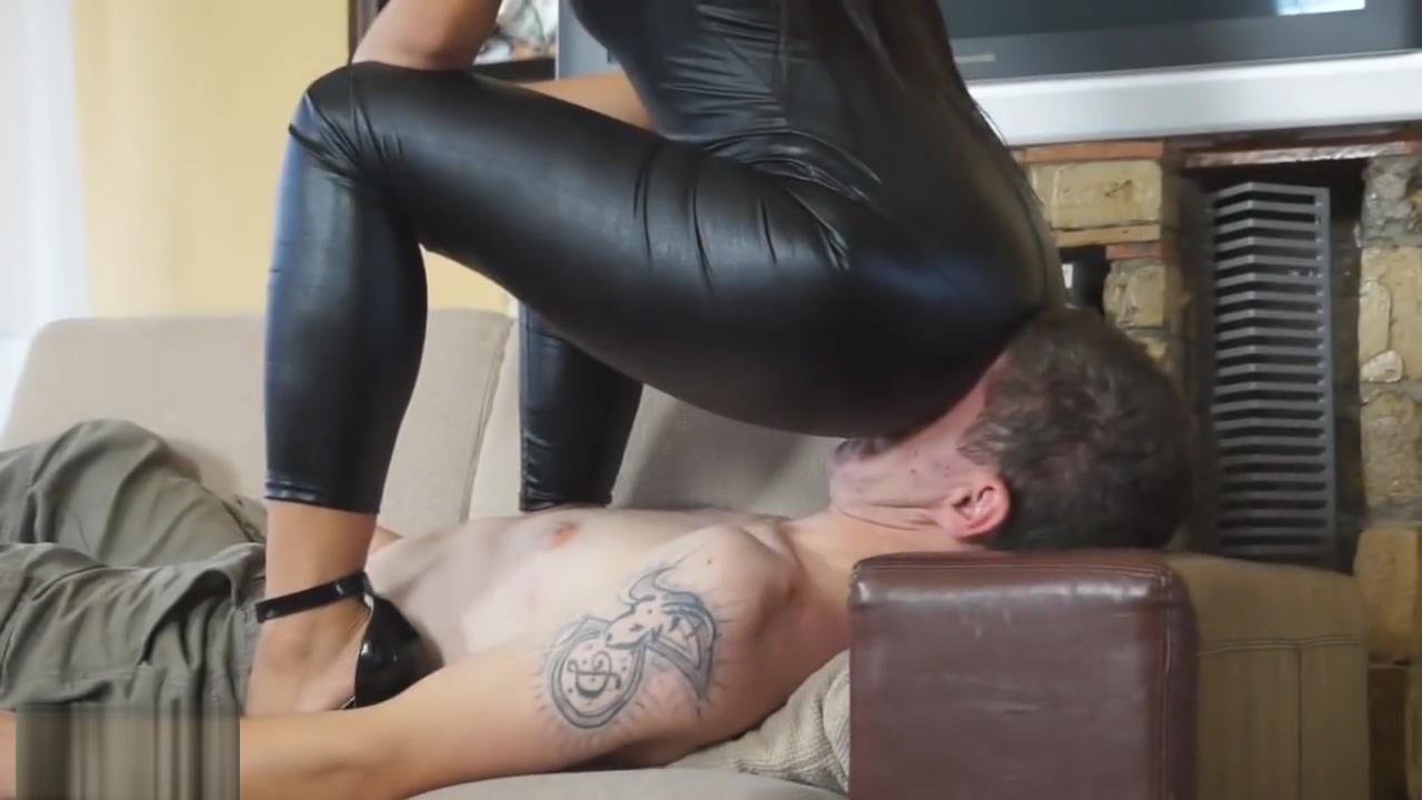 leather facesitting 6