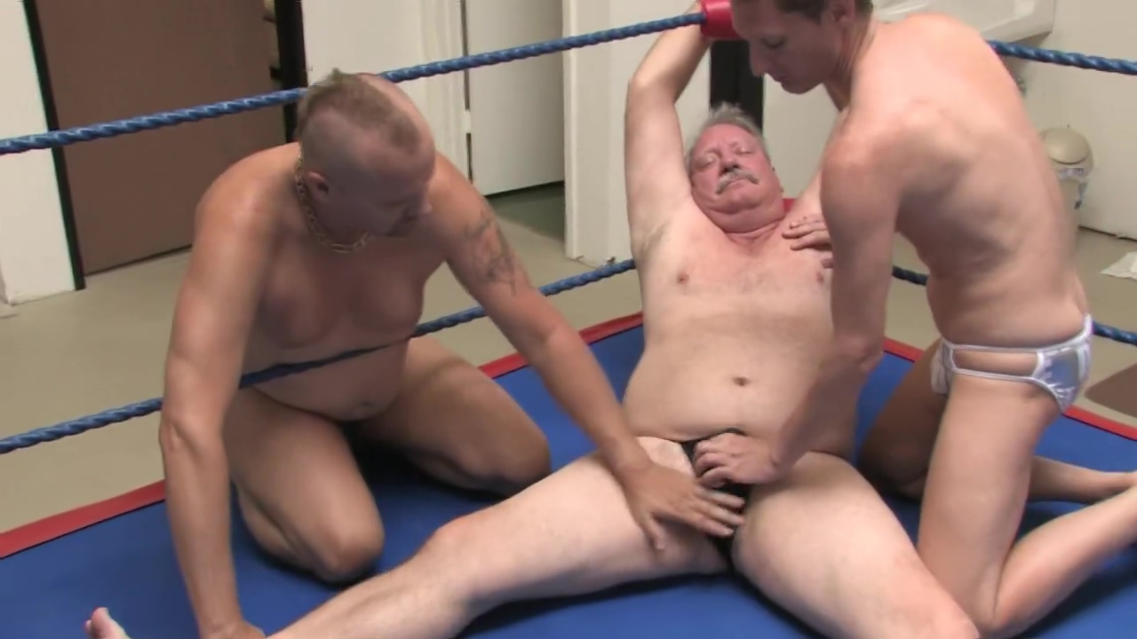 Erotic male wrestling : wrestling slaves attack nude c lebs bussy videos