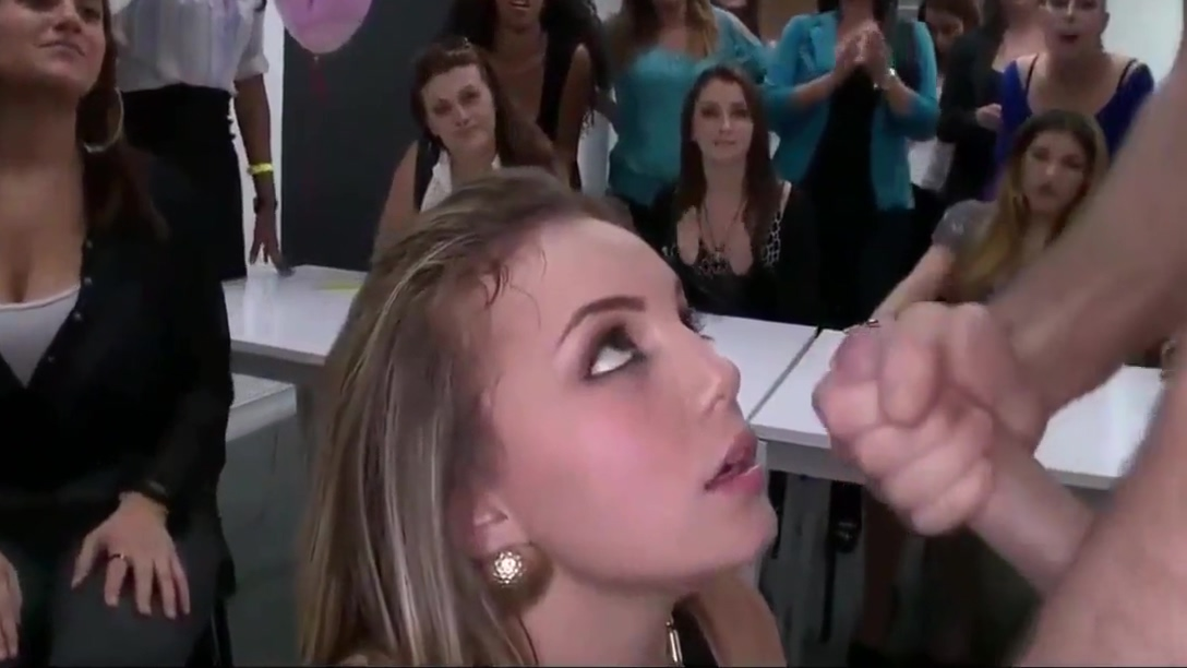 Saida da Festa com as Novinhas e Gozadas Extraordinarias parte 1 Sexy Blonde Lesbians Get Each Other Off