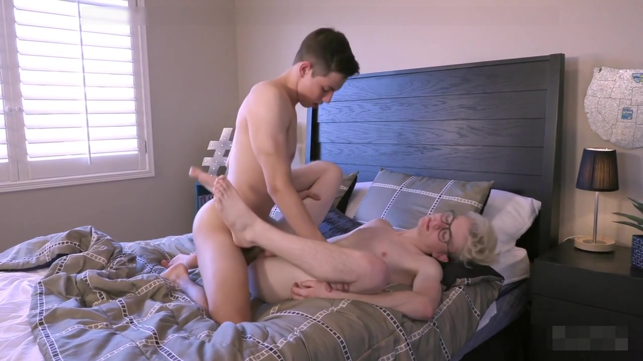 Aa Vid- Sweet Twink Boys Bareback On the break