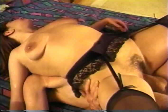 Rockin Robin Gets Her Hairy Vagina Penetrated