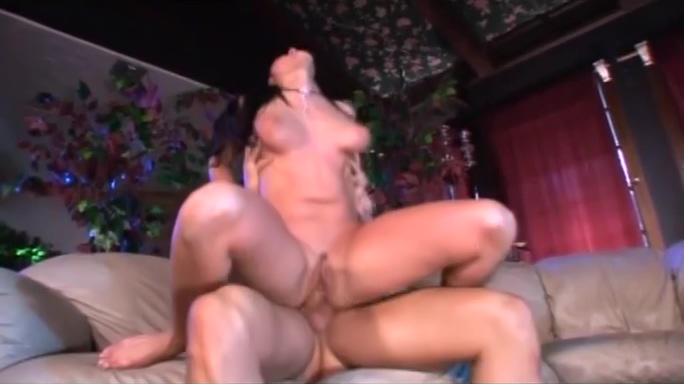 Raven Haired Vixen Rubs Her Clit While Gettin Plowed Large pussy pictures