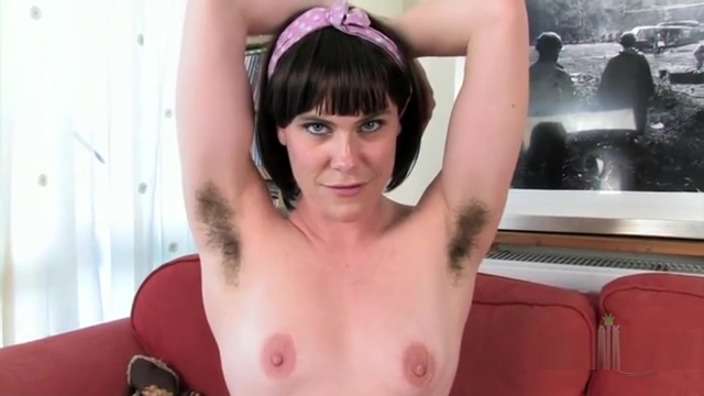 Molly Malone Shows Her Hairy Body Advice for hookup a single dad