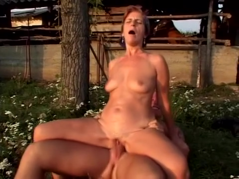 older woman fun 23 Tamil anty boobs blouse remove sex nude video