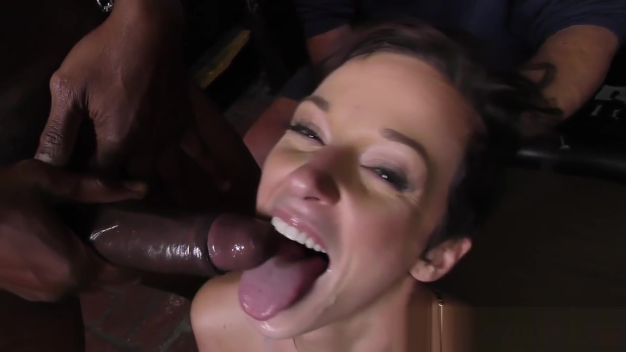 Mouth cummed cuckolder Public blowjob with amazing massive cumshot. made in canarias