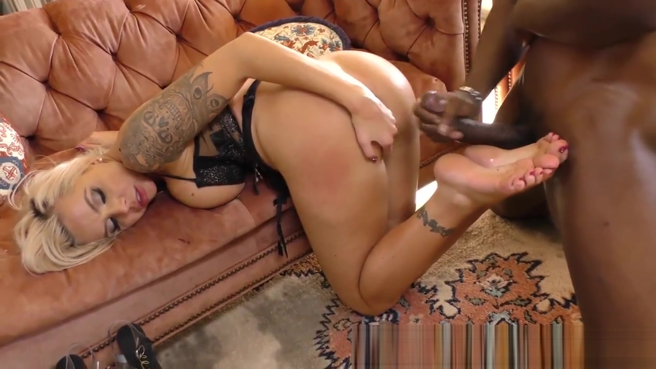 Milfs feet jizzed by bbc