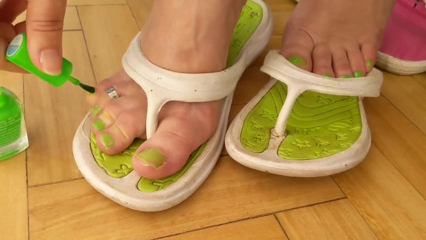 FOOT SHOW -- Dry sticky cum on flip flops and painting toes bright green