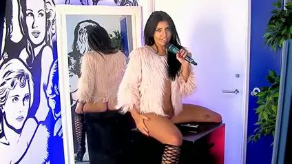 Kara De La Hoyde 04.11.15 2 Sexy student nude girls