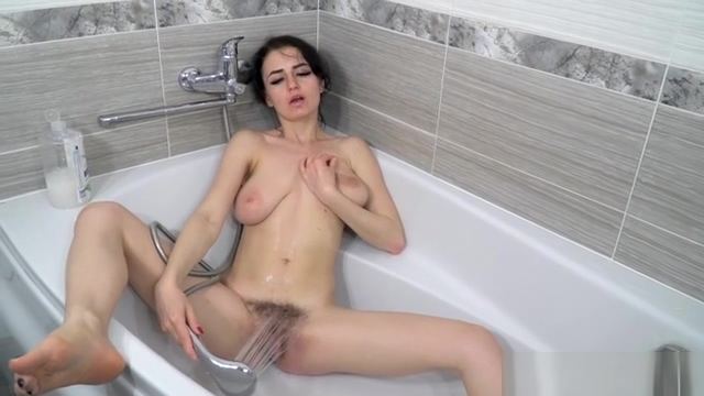 Tamanta WhiteTubGreyWall DVD Abby wintrr girls nude yoga