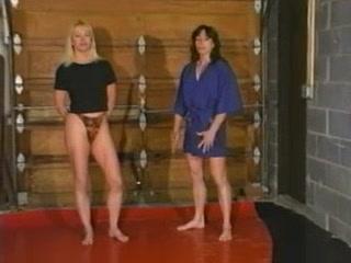 Ziggy vs Susie 1 wrestling