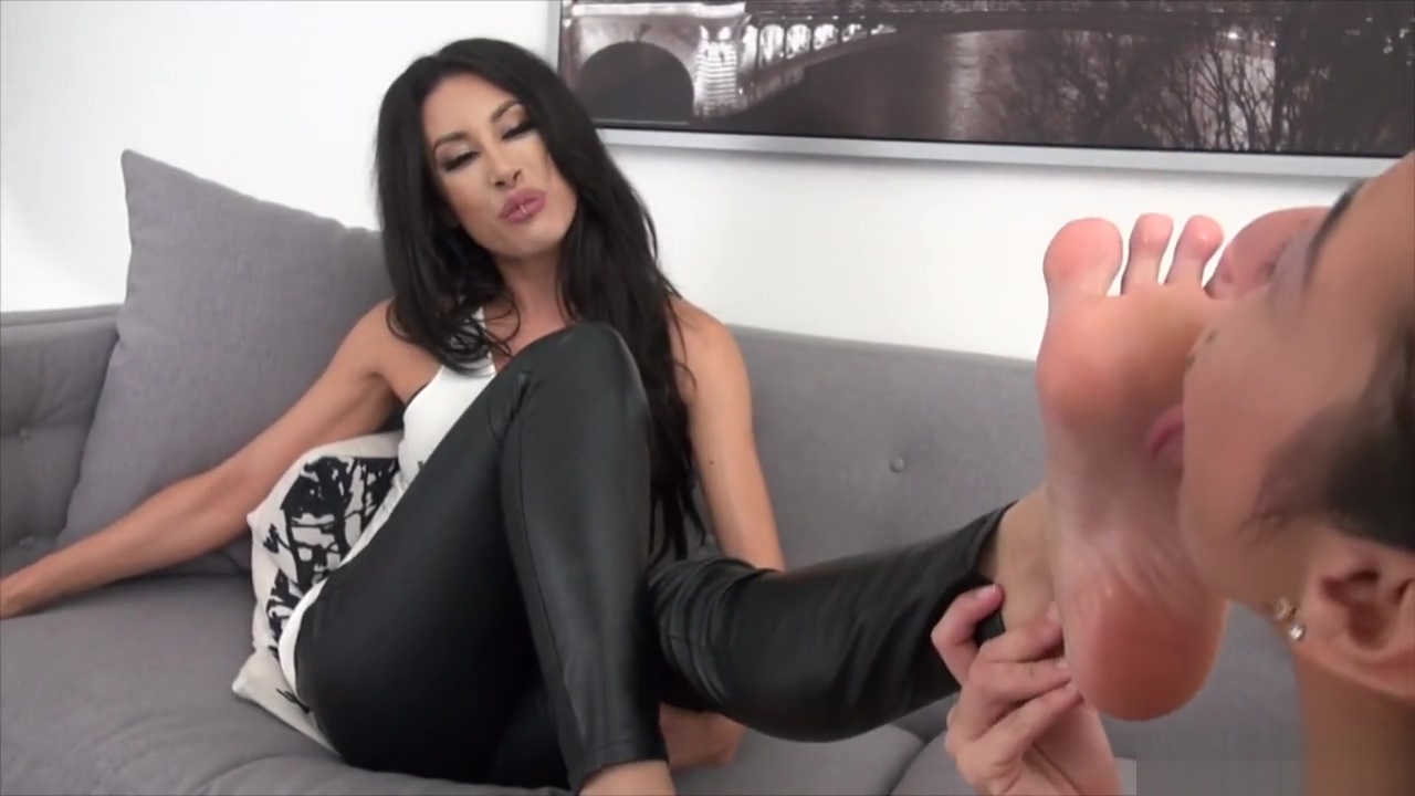 employee force boss to lick her sexy feet kim kardashian sex video at