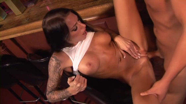Bartender babe Juelz Ventura gets a big tip old interacial sex tube