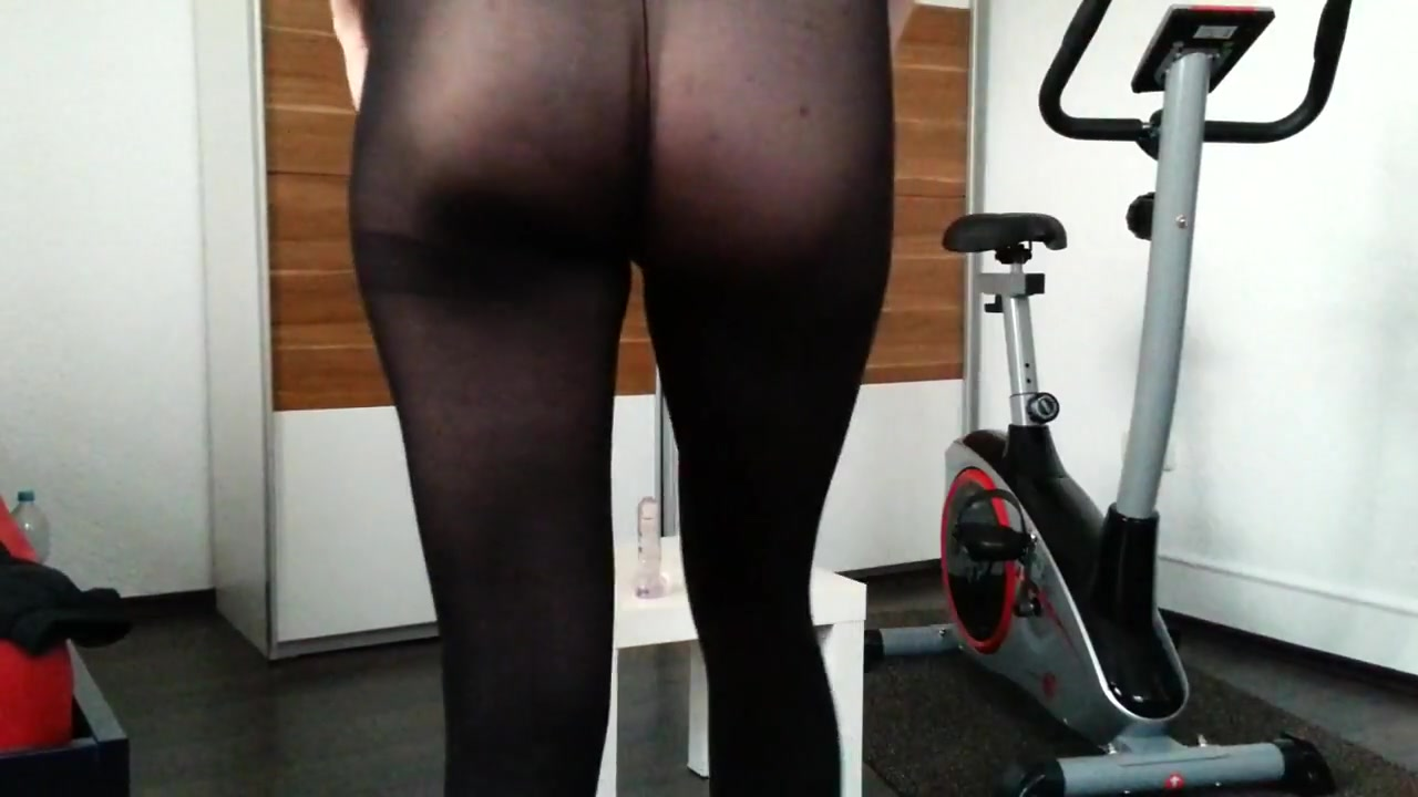 How do u like my new running tights? Smoking Hot Lesbians Get Intimate
