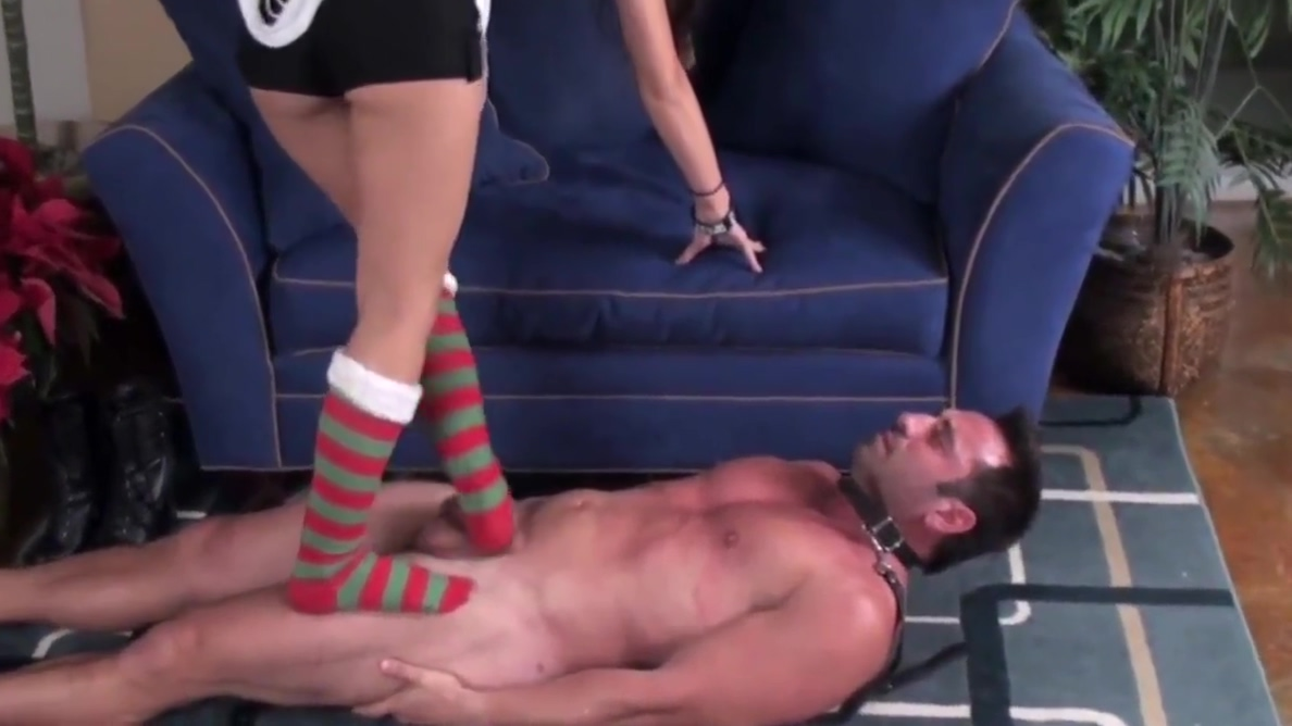 Teen Princess Mya makes loser slave to lick her feet girl games kiss good night