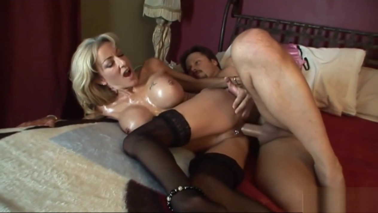 Sexy Cougar Lexi Carrington in Stockings Gets Nailed By Delivery Man 720p Gorgeous and sexy brunette lesbian