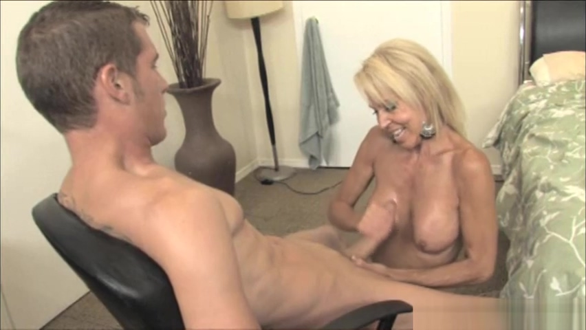 Hot mom Erica Lauren gets handy Granny big saggy titties
