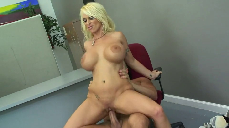 Hotty Holly Halston Heavy Milk Shakes Likes Humping Wet pussies tribbing on one cock