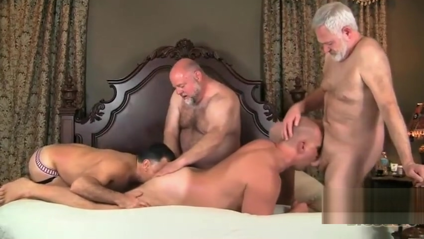 WW04- FOUR DADDY FUN Signs a man is turned on