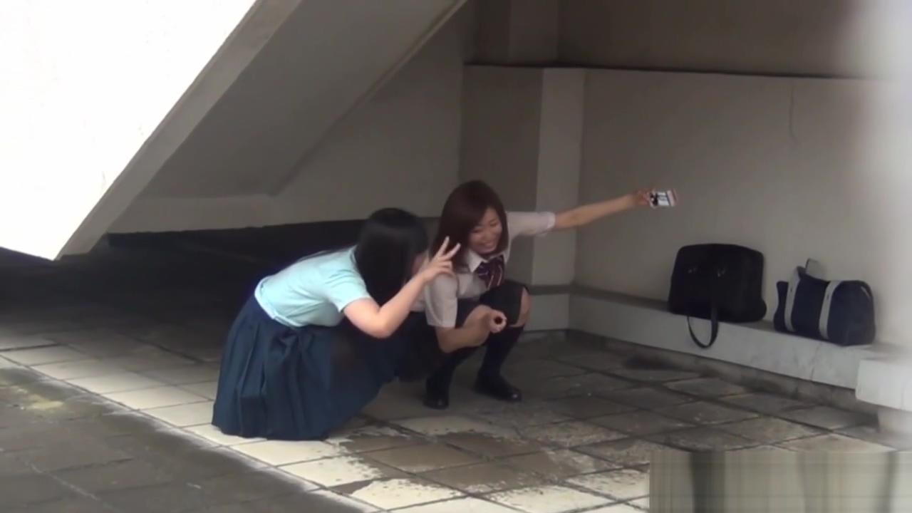 Japanese teenage skanks peeing Milf feet in face no sound