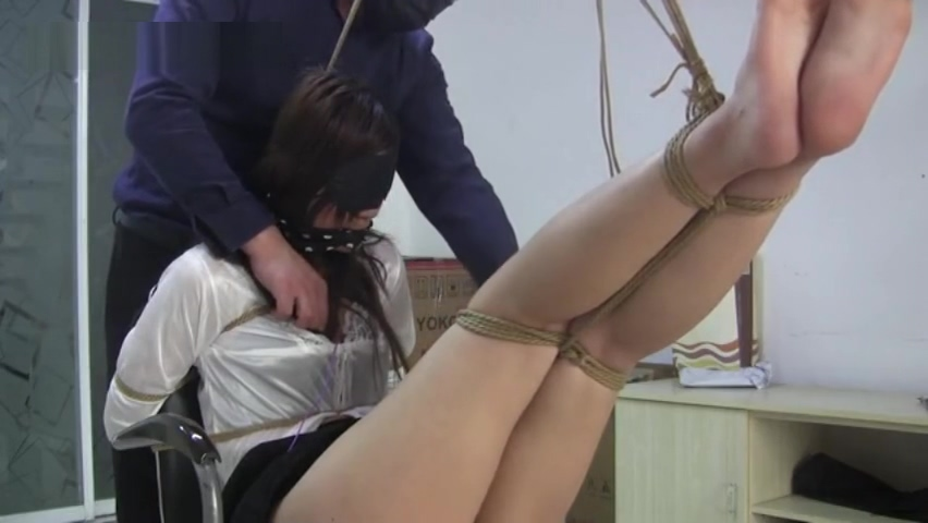 Chinese Bondage Rope Nude girl playing with anal