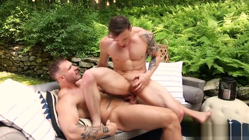 duo barefuck in the backyard y girl being fucked
