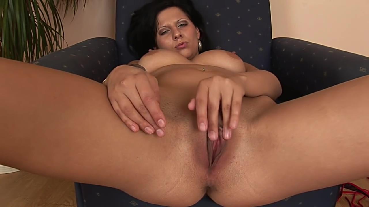 Passoin uses a dildo in her tight slit Behaarte deutsche Milf erst anal dann vaginal gefickt