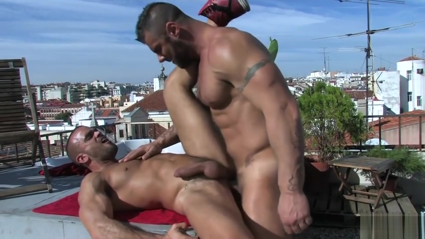 Damien Crosse and Alex Marte Cum bong porn