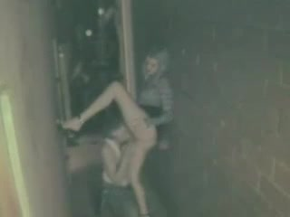 Amateurs fuck in alley outside of club