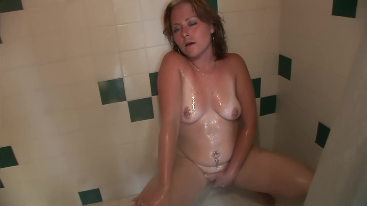 Chubby College Dorm Room Shower - DreamGirls video lick the pussy