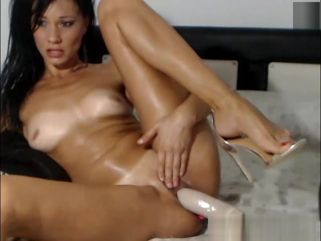 Flirtatious Cleanshaven Slut Plays With Her Sweet Pussy