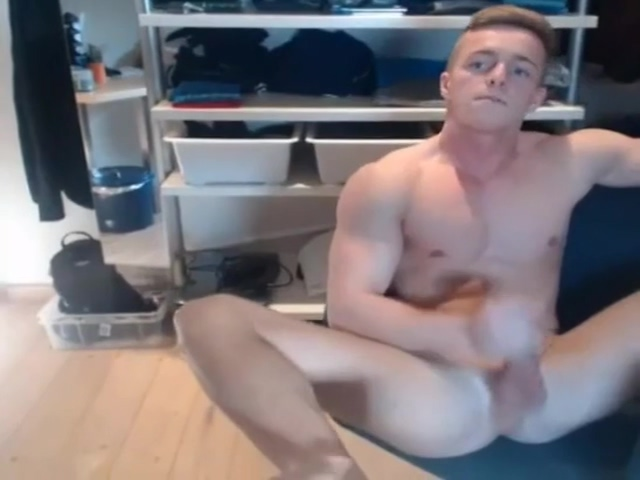 muscle boy on cam African babes sharing long white dong in threesome