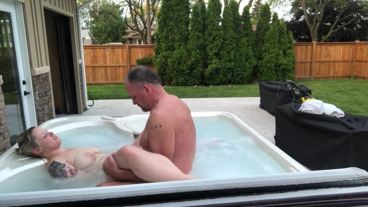 Young Girl Gets Best Oral Sex From Dad?s Best Friend In Hot Tub Best position to fuck my wife
