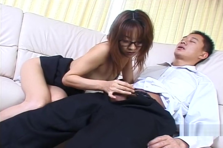 Asian Babe in Glasses Jerking Her Man Off - Pompie Trio con la colombiana esperanza gomez drpgx