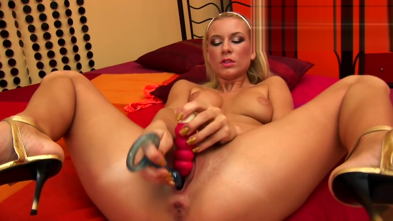 Denisa plays with two toys - CzechSuperStars Totally spies cartoon porno